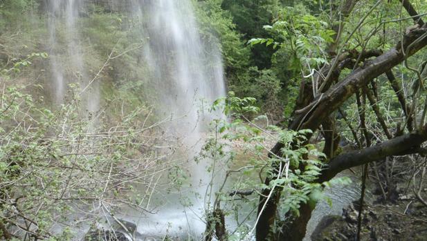 Cascada de Aizpún en el barranco de Artazul