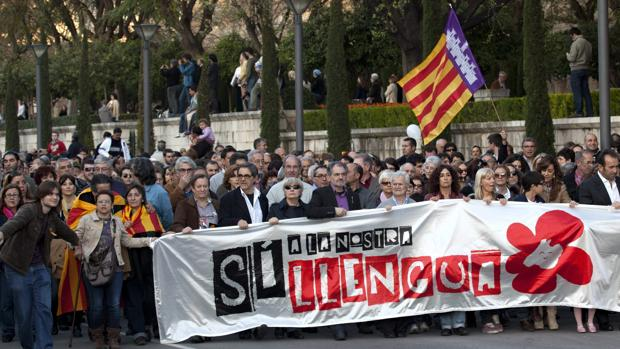 Manifestasción convocada en 2012 por la Obra Cultural Balear en Palma bajo el lema «Si a la nostra Llengua»