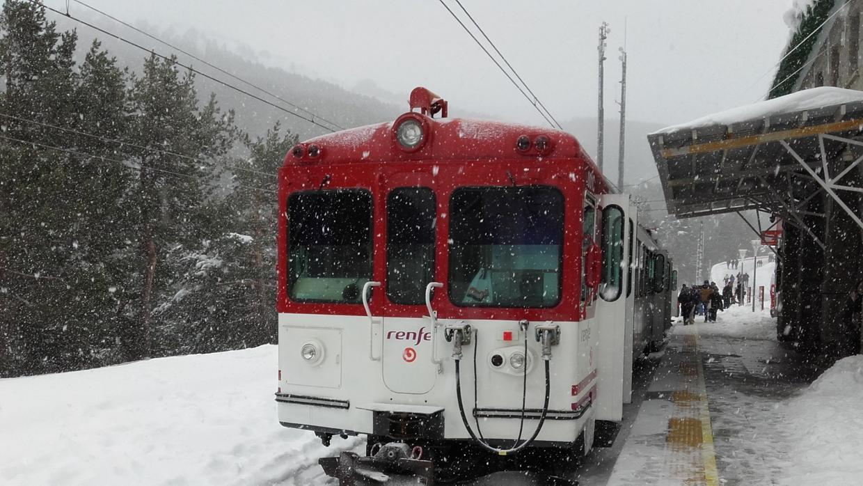 Renfe fleta a Cotos un tren para rescatar a 146 personas atrapadas por la nieve