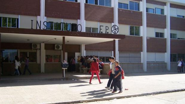 Entrada del IES «Azuer» de Manzanares (Ciudad Real)