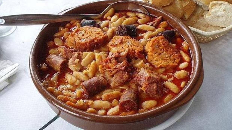 La fabada de la taberna toledana Zapico, entre las mejores de España