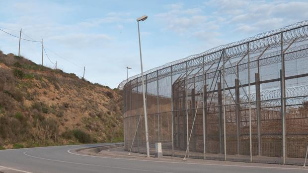 Hemeroteca: La Policía impide que 200 inmigrantes salten la valla fronteriza de Ceuta | Autor del artículo: Finanzas.com