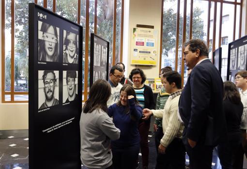 Presentación de la exposición en Correos de Alicante