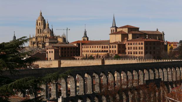 Vista de Segovia con el Acueducto y la Catedral
