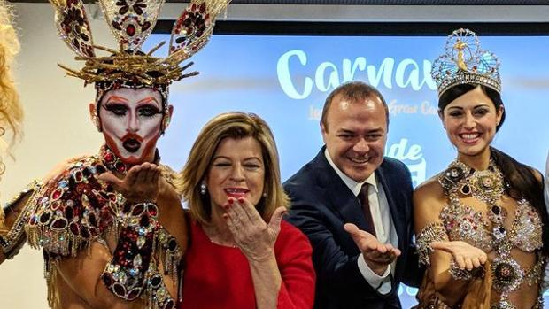 La «Drag», Medina, Augusto Hidalgo y la Reina del Carnaval de la ciudad de Las Palmas, Esther Pérez
