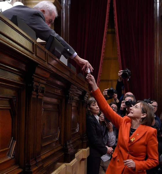 La expresidenta del Parlament Carme Forcadell, en el momento de su votación
