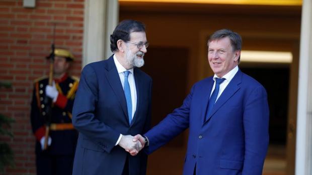 Rajoy y el primer ministro de Letonia, Maris Kucinskis, este miércoles en el Palacio de La Moncloa