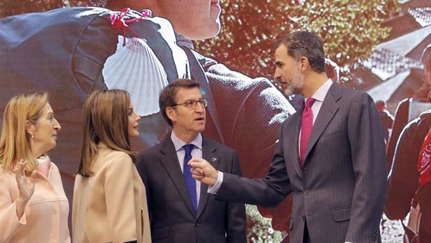 Los Reyes de España, junto a Alberto Núñez Feijóo y Ana Pastor