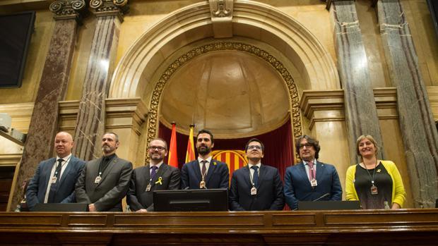 Los miembros de la nueva mesa del Parlament