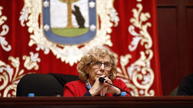 La alcaldesa de Madrid, Manuela Carmena, en la Junta Municipal de Tetuán