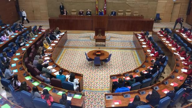 La Asamblea debate la vuelta del Defensor del Menor