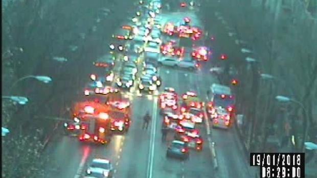 El momento del accidente captado por las cámaras de vigilancia de la gestión del tráfico en Madrid