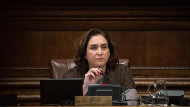 Ada Colau, durante un pleno del Ayuntamiento