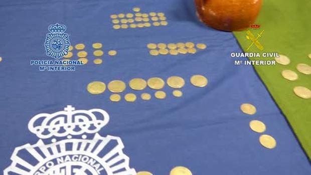 Imagen de algunas de las monedas encontradas