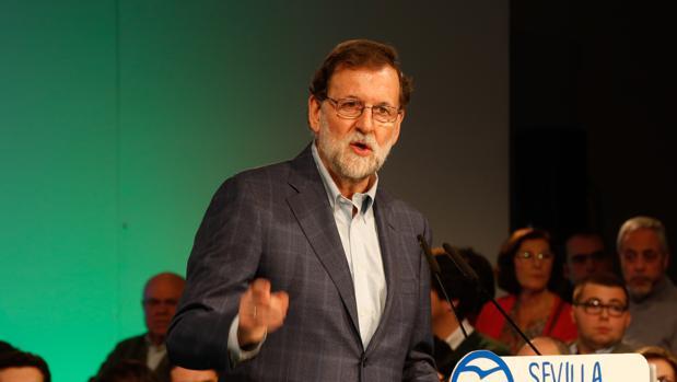 El presidente del Gobierno y del PP, Mariano Rajoy, en un acto del PP celebrado hoy en Sevilla