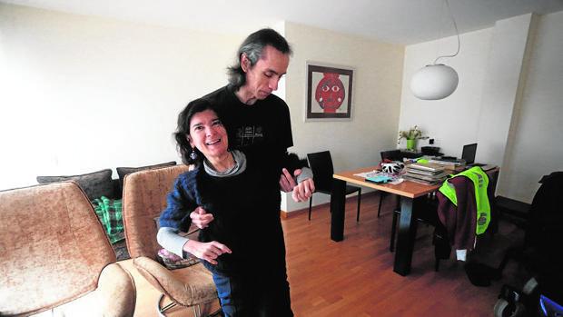 Anxela López Leiceaga (Vigalicia) recibe ayuda de su asistente personal