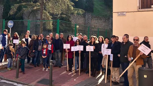 Los concejales del PP se han sumado a la protesta realizada en el barrio de la Reconquista