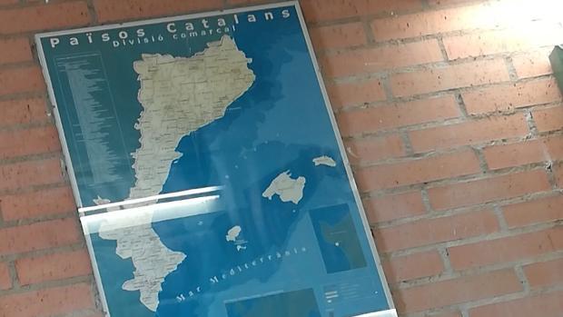 Imagen del mapa colgado en el IES de Benicàssim con los «Països Catalans»