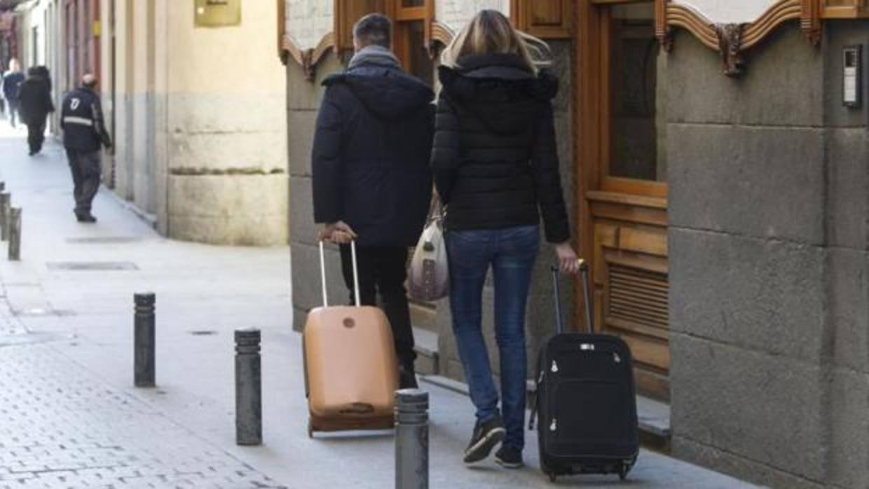 Carmena pospone al menos un a o la entrega de licencias for Pisos turisticos madrid