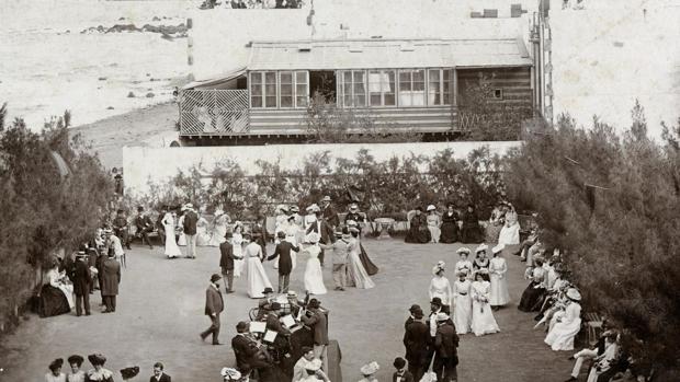 Fiesta al aire libre en el British Club de Las Palmas de Gran Canaria en 1890
