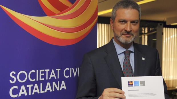 El expresidente de Societat Civil Catalana, Josep Ramon Bosch, en la sede de la entiidad