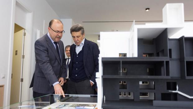 Imagen del presidente de Porcelanosa, Héctor Colonques, a la derecha, tomada este lunes