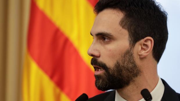 El presidente del Parlamento de Cataluña, Roger Torrent, esta mañana en su comparecencia ante la prensa
