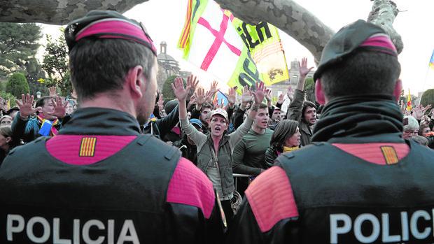 Cordón de Mossos d'Esquadra para proteger el Parlamento catalán