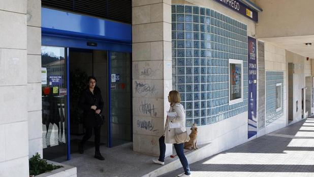 El paro sube en personas en galicia durante el mes for Oficinas de correos en santiago de compostela