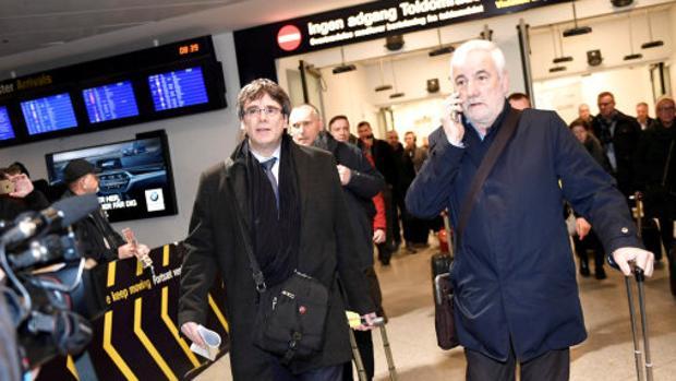 El expresidente cesado acompañado del empresario en su viaje a Dinamarca