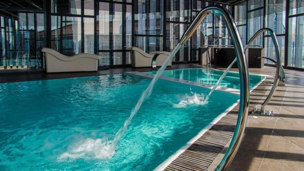 empleados de la piscina azuqueca denuncian al alcalde y a