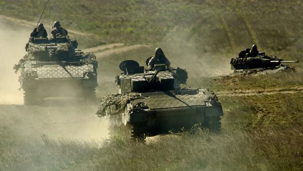 Carros de combate durante unos ejercicios en el campo de maniobras de San Gregorio (Zaragoza)