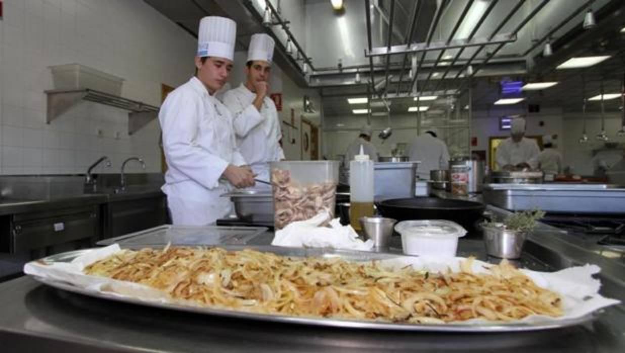 Alicante saber valenciano punt a igual que un curso de for Cursos de cocina en alicante