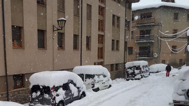 Las calles de Puigcerdà, totalmente cubiertas de nieve