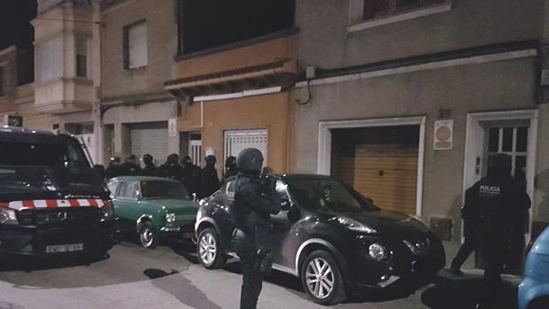 Imagen del operativo de la policía catalana