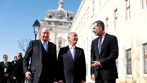 Juan Carlos I y Felipe Vi junto a Marcelo Rebelo de Sousa