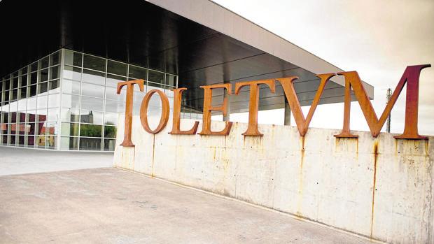 En los últimos años Toletum ha acogido la Feria de Artesanía, Farcama. Cuando eso llegue, en octubre, los autobuses turísticos tendrán que parar en otras zonas como, por ejemplo, La Peraleda