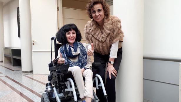 Virginia Felipe con la ministra de Sanidad, esta semana