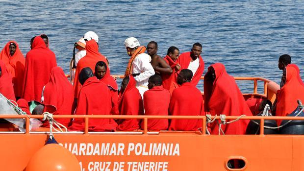 En dos de las pateras viajaban 85 personas, tres de ellas fallecidas