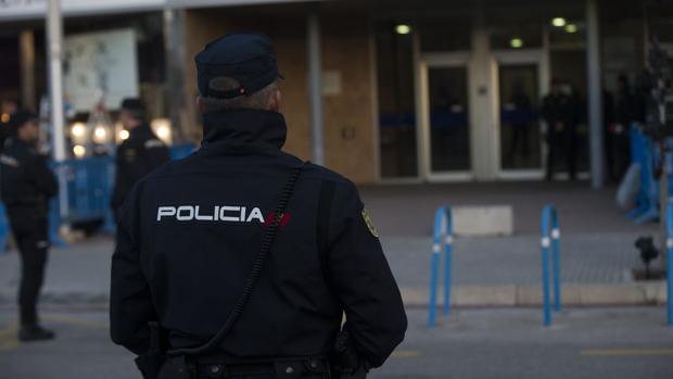 Fotografía de archivo de un agente de Policía en Plama de Mallorca