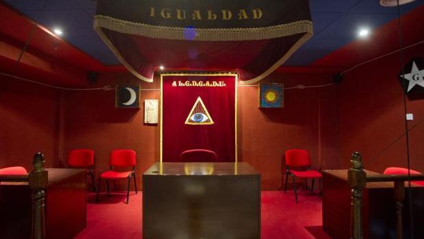 Sala donde se celebran las reuniones de las logias en Madrid