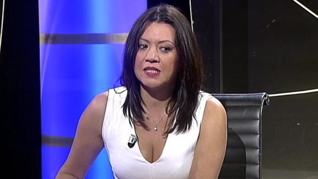 La esposa de Puigdemont presentando su programa en El Punt Avui
