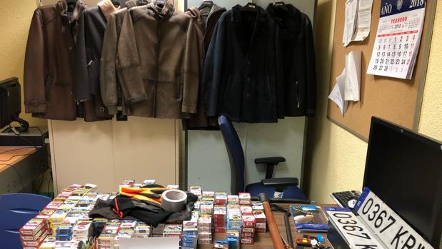 Las prendas, el tabaco y las herramientas incautadas