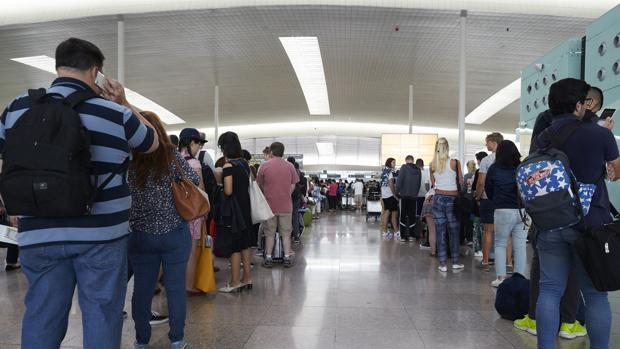 Colas en el aeropuerto de El Prat de Barcelona