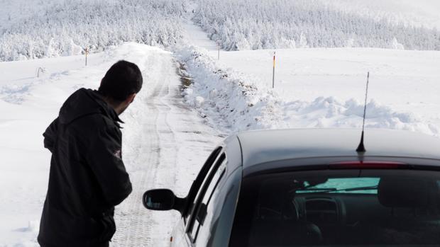 Carretera completamente nevada en O Cebreiro