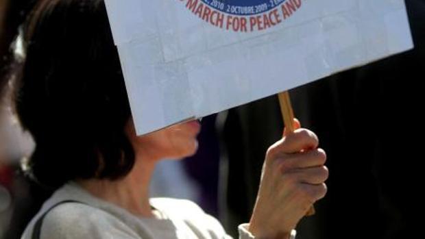 Una mujer se manifesta en el Dia de la Mujer Trabajadora en Valencia, en imagen de archivo