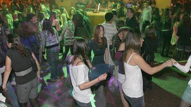 Imagen de archivo de una fiesta juvenil en Madrid