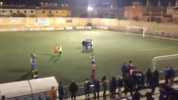 Imagen de archivo de una pelea en un partido de fútbol de juveniles