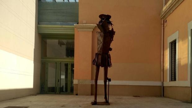 Imagen de la estatua de Don Quijote tras el acto vandálico