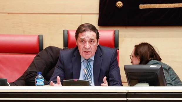 El consejero de Sanidad, Antonio Sáez Aguado, durante su comparecencia a petición propia